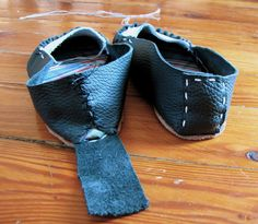 How to make mocassins from of dreams and seams.  I like the method for sewing the heel seam.