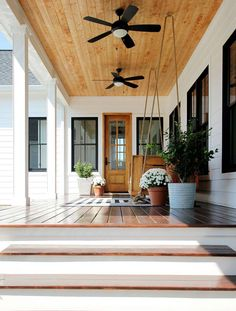 Do you want to transform your home exterior into modern farmhouse exterior? Modern farmhouse exterior is the perfect blend of modern and traditional elements. Modern Farmhouse Porch, Modern Porch, Farmhouse Front Porches, Farmhouse Style, Farmhouse Ideas, Farmhouse Renovation, Farmhouse Remodel, Country Style, Building Costs