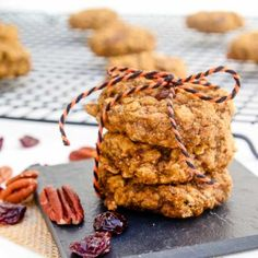 Start of your Fall mornings with one (or two) of these healthy vegan Pumpkin Pecan Breakfast Cookies! Breakfast Snacks, Breakfast Cookies, Vegan Breakfast Recipes, Brunch Recipes, Dessert Recipes, Breakfast Ideas, Vegan Gluten Free Desserts, Delicious Vegan Recipes, Healthy Desserts