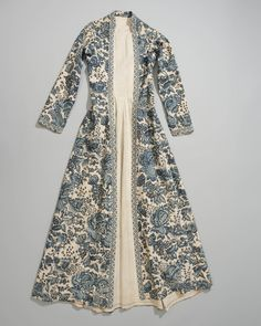 Wentke or long overdress from the town of Hindeloopen in the Netherlands. C. 1750-1800. Made of Indian chintz in various shades of blue on white. The material dates from the second half of the 18th century and is lined with linen.  Worn mainly on Sundays and for occasion wear in the 18th century by women and children, the chintz overdress, which was open in the front, was the most well known example of the Hindelooper costume.