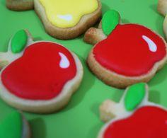 Biscoito decorado de maçãs e peras.