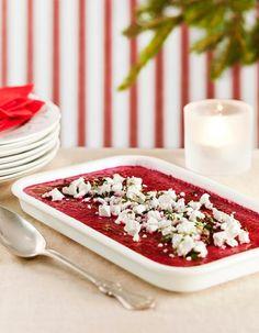 Punajuuribrulee on makoisa ja nopea joulupöydän tarjottava. Pinnalle poltetaan rapea sokerikuori.