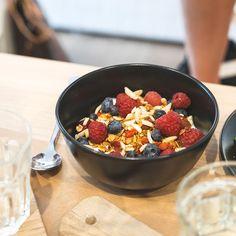 Die Brüher - Ein Coffeedate bei 35 Grad in Linz - coral and mauve Mauve, Acai Bowl, Coral, Foods, Drinks, Breakfast, Linz, Acai Berry Bowl, Food Food