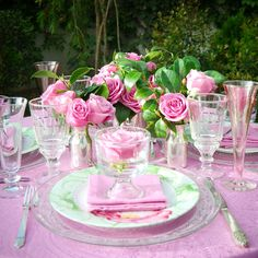 Pink tablesetting with roses and camelia leaves.