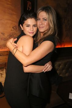 On Friday, Selena Gomez got a big hug from Jennifer Aniston at a party for Jennifer's movie Cake in LA.
