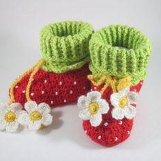 Çilek Bebek Patiği Yapılışı 12 Popular Ads, Baby Shoes Pattern, Crochet Baby Shoes, Knitted Hats, Beanie, Christmas Ornaments, Knitting, Kids, Board