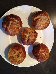 Slimming World magic muffins • 35g oats • 1 muller light yoghurt (I used strawberry) • 2 eggs • sweetener, to taste 1. Cover the oats with the yoghurt and soak for a couple of hours in the fridge 2. Pre-heat oven to 180C 3. Crack eggs into yoghurt mixture (after their two-hour soak) 4. Add sweetener and give it a good whisk 5. Split mixture into silicon muffin cases 6. Bake for 30 mins