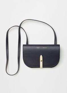 Celine luxury bags small and black - Handbags Trendy Handbags, Fashion Handbags, Fashion Bags, Unique Handbags, Fashion 2016, Runway Fashion, Fashion Trends, Celine 2016, Celine Bag