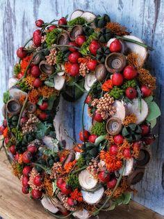 Simple and Elegant Fall Wreath Ideas DIY Fall Wreaths Elegant Fall Wreaths, Autumn Wreaths, Christmas Wreaths, Christmas Crafts, Christmas Decorations, Holiday Decor, Prim Christmas, Spring Wreaths, Farmhouse Fall Wreath