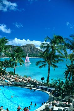 ✯ Hawaii, Oahu, Diamond Head, Sheraton Waikiki pool, Pink sailboat     I was there 50 years ago -sure would like to go again - I'm sure it has changed!