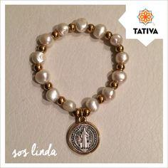 Pulsera de perlas y medalla San Benito