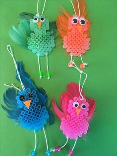 Ett roligt att lätt pyssel att göra till påsken (eller ett annat tilfälle) P… A fun, easy thing to do for Easter (or any other occasion) Pearl a pippi, cut out and paste on a beak and a pair of eyes. Pull a string and make a loop so you can hang it… Perler Beads, Perler Bead Art, Fuse Beads, Easter Crafts For Kids, Summer Crafts, Diy For Kids, Bead Crafts, Diy And Crafts, Arts And Crafts