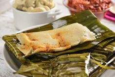 Oaxacan tamales are traditionally wrapped in banana leaves, try this recipe that tastes delicious and will transport you to this state with its delicious flavor. Mexican Cooking, Mexican Food Recipes, Ethnic Recipes, Mole, Sweet Tamales, Panamanian Food, Mexican Tamales, Tamale Recipe, Mexico Food