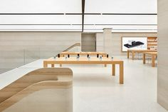 London Apple Store by Foster + Partners Pop Design, Stand Design, Commercial Interior Design, Commercial Interiors, Apple Headquarters, Foster Partners, Furniture Factory, Retail Interior, Retail Design
