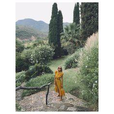 """1,726 tykkäystä, 49 kommenttia - Martha Ward (@marthaward) Instagramissa: """"👣 in Tramores #holibobs #ootd #yellow #mustard #pompoms @seanewyork"""""""