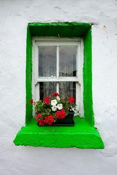 verde que te quiero verde...ventana casa de campo