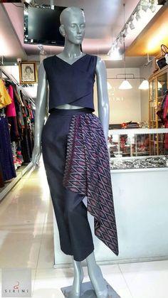 Batik Kebaya, Batik Dress, Thai Traditional Dress, Traditional Outfits, Thai Fashion, Womens Fashion, Thailand Fashion, Batik Fashion, Thai Dress