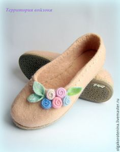 Wool Shoes, Felt Shoes, Nuno Felting, Needle Felting, Wool Embroidery, Felted Slippers, Shoe Pattern, How To Make Shoes, Fabric Painting