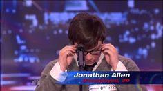 Rapaz gay de 20 anos emociona público em show de tv