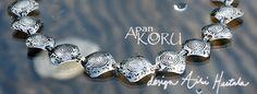 Blogissa  logo- ja bannerikuvavaihtoehdot arvioitavina. Koruarvonta 8.3. Bogin osoite http://apankoru.blogspot.fi/2013/03/mika-paras-bannerikuvaksi.html.