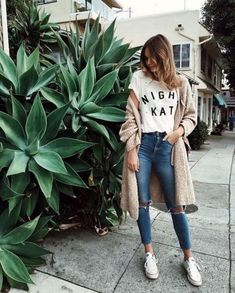 55 Super Ideas for basket blanche femme tenue Fashion Mode, Look Fashion, Street Fashion, Fashion Outfits, Womens Fashion, Fashion Trends, Minimal Fashion, Paris Fashion, Fashion Fashion