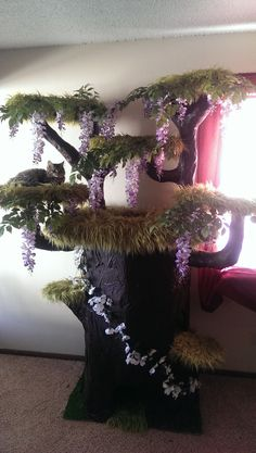 cat tree with wisteria and fake fur From Random pictures of the day: no source given. The kitties can shred the flowers/greenery and the carpeting. Diy Pour Chien, Cat Tree House, Diy Cat Tree, Cat Playground, Cat Enclosure, Cat Room, Pet Furniture, Animal Projects, Space Cat