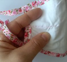Small Sewing Projects, Diy Mask, Floral Tie, Sewing Patterns, Handmade, Creativity, Mascaras, Cowls, Patterns