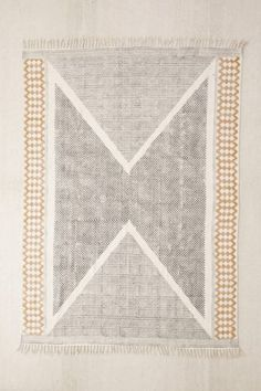 5x7 Rug in Black/White/Yellow