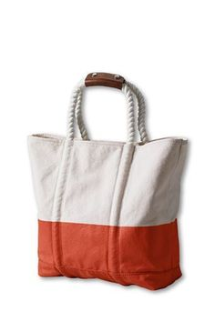A beach tote bag with a durable rope handle.Nautical-Beach-Bag (on the list)Nautical Canvas Beach Bag The perfect giant bag for the beach or the pool and made from a painting drop cloth!Inspration no Pattern -beach bagWomen's Poly Dip Nautical Tote f Patchwork Bags, Quilted Bag, Sacs Tote Bags, Craft Bags, Diy Bags, Linen Bag, Denim Bag, Fabric Bags, Handmade Bags