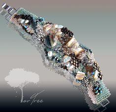 Bracelet with unique charm. Jewelry Collection, Beading, Art Pieces, Beaded Bracelets, Unique, Beads, Artworks, Pearl Bracelets, Art Work