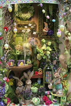 Shop display at easter time. Spring Window Display, Shop Window Displays, Store Displays, Retail Displays, Merchandising Displays, Ideas Actuales, Decoration Vitrine, Window Design, Vintage Design