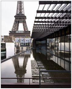 Musée Quai Branly - Photo by clement guillaume Jean Nouvel, Georgian Architecture, Architecture Details, Modern Architecture, Tour Eiffel, Cities, Louvre, Dream Vacations, Paris France
