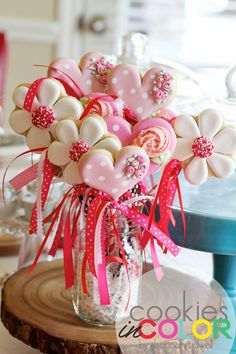 23 Easy-To-Make Baby Shower Centerpieces & Table Decoration Ideas DIY baby shower cookie bouquet Valentines Day Cookies, Mother's Day Cookies, Iced Cookies, Cute Cookies, Sugar Cookies, Christmas Cookies, Sugar Cake, Sugar Icing, Heart Cookies