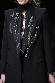 - Alexander McQueen Fall 2016 Ready-to-Wear Fashion Show Alexander McQueen Fall 2016 Ready-to-Wear Accessories Photos – Vogue Dark Fashion, High Fashion, Fashion Show, Autumn Fashion, Modern Witch Fashion, London Fashion Weeks, Runway Fashion, Womens Fashion, Fashion Trends