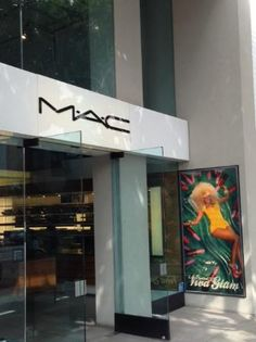 Glitterati Private Tours: A tour of Robertson Boulevard in Los Angeles includes celebrity filled stores like #MAC.
