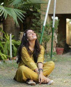 Ethnic Outfits, Fashion Outfits, Short Frocks, Girl Hiding Face, Ayeza Khan, Actress Pics, Pakistani Actress, Pakistani Dramas, Cute Girl Photo
