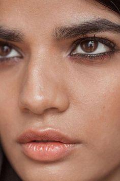 39e4973ba3321b80f37d9b55f63ed8b8 #SimpleEyeliner Simple Eyeliner, Eyeliner Looks, How To Apply Eyeliner, Beauty Makeup, Eye Makeup, Hair Makeup, Regard Intense, Waterline Eye Liner, Eyeliner Shapes
