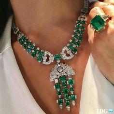 Modern Jewelry, Luxury Jewelry, Vintage Jewelry, Fine Jewelry, Vintage Rings, Emerald Jewelry, Diamond Jewelry, Emerald Necklace, Diamond Rings