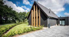 Woning Lemele Cynthia van den Brom Garage Doors, Mansions, House Styles, Outdoor Decor, Home Decor, Writing, Seeds, Luxury Houses, Interior Design