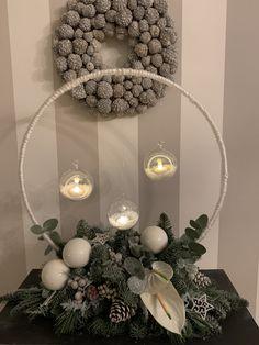 Easy Christmas Decorations, Christmas Favors, Christmas Tree Themes, Christmas Centerpieces, Christmas Projects, Christmas Wreaths, Christmas Ornaments, Modern Christmas, Christmas Love