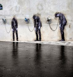 """Streetart: """"Reload"""" – New Artwork by Levalet on the Streets of Paris // France"""