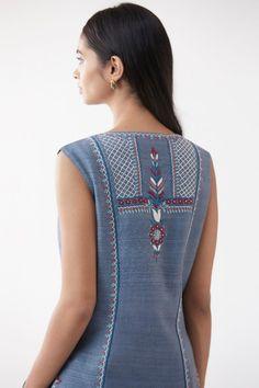 Embroidery On Kurtis, Kurti Embroidery Design, Embroidery Fashion, Hand Embroidery, Machine Embroidery, Indian Embroidery, Tunic Designs, Kurti Neck Designs, Silk Anarkali Suits
