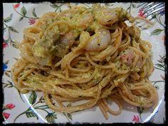Spaghetti al pesto de calabacín con gambas y champiñones