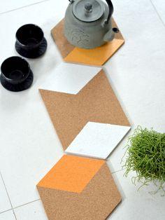 DIY: Onderzetters van kurk - My Simply Special Coasters, Diys, Interior Design, Design Interiors, Bricolage, Home Interior Design, Interior Architecture, Home Decor, Home Interiors