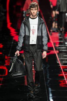 Fendi Spring 2019 Menswear Fashion Show Collection: See the complete Fendi Spring 2019 Menswear collection. Look 13