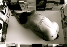 Marine di palma#Mon projet de bac art appliqué 2012#vision du monde sur la femme#vénération des marques#attaché à la jeunesse éternelle#comportement#réduite au silence#emprisonnement#cercle vissieu# résumé.