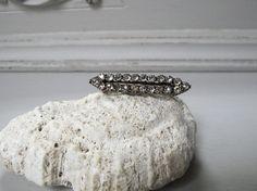 https://flic.kr/s/aHskQsREkg | ヴィクトリアン ペースとガラスの銀製ブローチ