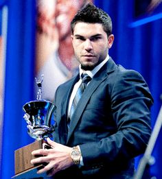 eric hosmer in a suit......this is bad for me.