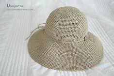 여름에 이런 챙넓은 모자 한번 써보는게 꿈이었는데.. 드디어 꿈을 이뤄보게 되네요..ㅎㅎㅋ 역시 요즘 연달아 사용중인 아미안[アミアン]이라고 하는.. 종이로 만들어진 실이고.. 색상은 보시다시피..베이지톤으.. Sun Hats, Free Pattern, Diy And Crafts, Crochet Patterns, Crochet Hats, Knitting, Caps Hats, Accessories, Fashion Styles