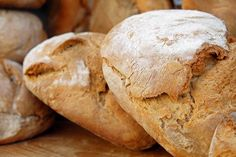 Loaf of Bread a Jug of Wine and….How to Use That Stale Bread Laib Brot ein Krug Wein und … Wie man dieses abgestandene Brot verwendet Stale Bread, Sourdough Bread, How To Make Bread, Food To Make, Greek Bread, Tapas Bar, Easy Bread Recipes, Pita Recipes, Home Baking
